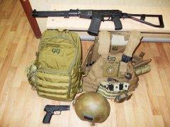 Пистолет Ярыгина среди всего прочего перед выездом на адресное мероприятие