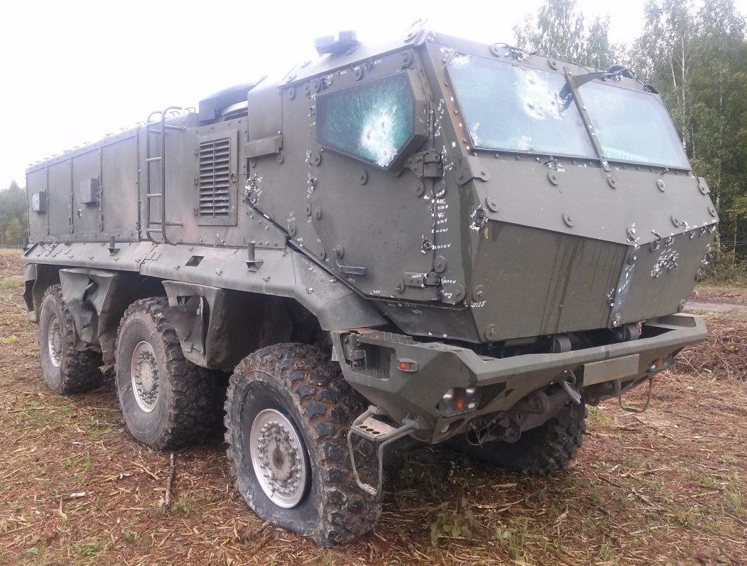 КАМАЗ 63968 После бокового подрыва 10 кг ТНТ с 2 метров (01)