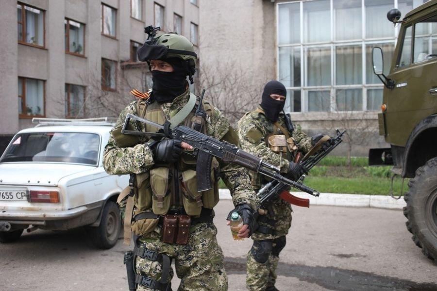Шлем Pro Tec A bravo на одном из бойцов самообороны Славянска
