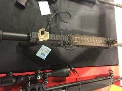 AR five-seven калибр 5,7х28 с магазином над стволом по типу FN P90