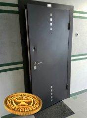 Взломанная дверь от застройщика в ЖК Гринландия