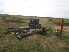 Снайперская пара на огневом рубеже. Выполнение упражнения в составе пары. Стрельба ведется на 600 метров