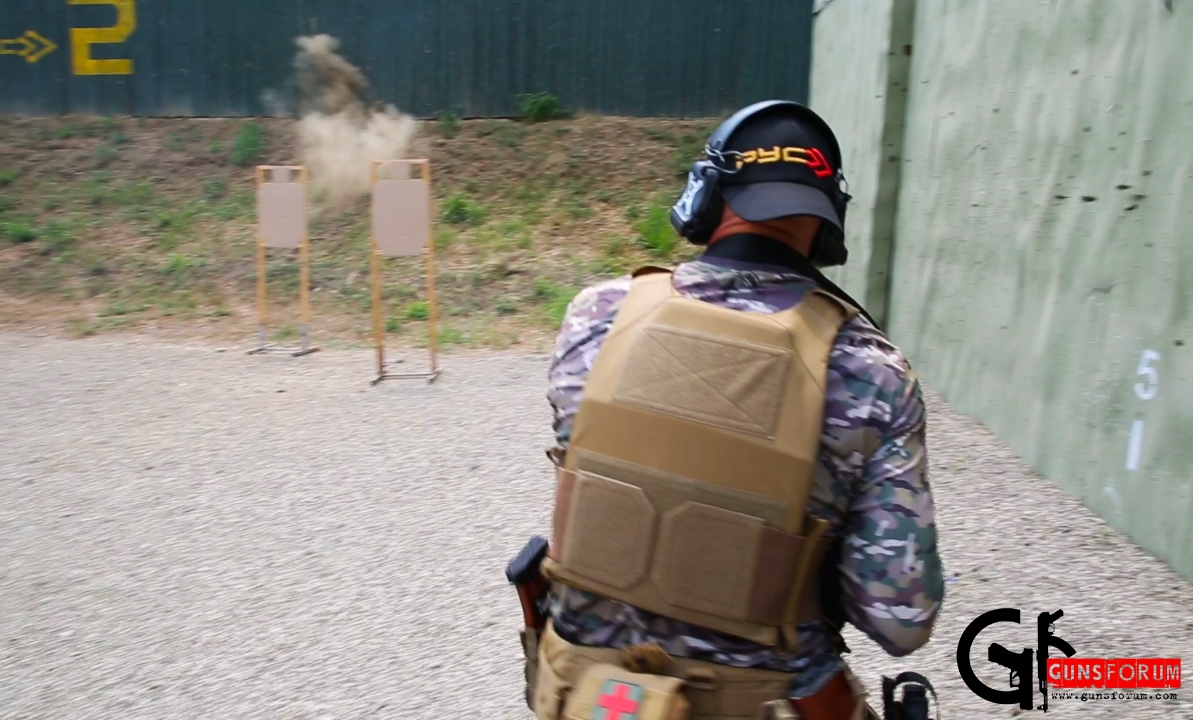 автоматический огонь безусловно и абсолютно эффективен на дальности до ста метров включительно